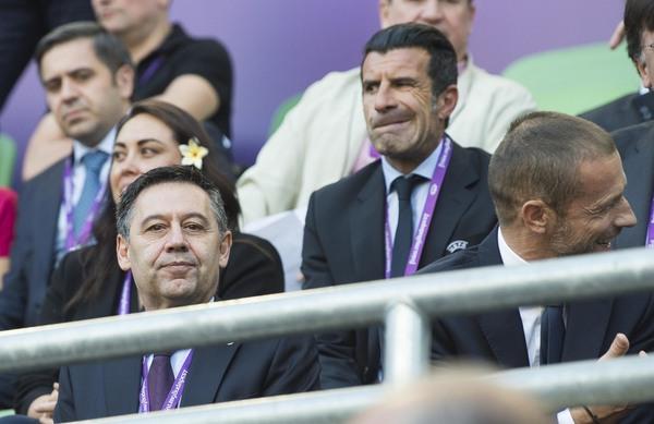 Figo, ex del Barça y el Real Madrid, en el palco del Ferencvaros Stadium FOTO: PERE PUNTÍ