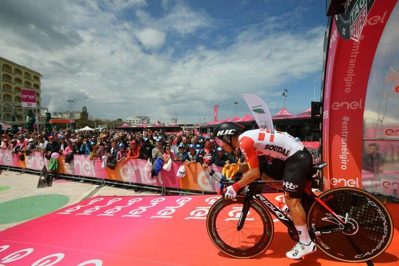 CALEB EWAN (Lotto Soudal), campeón en la 8ª etapa del Giro de Italia, uno de los corredores que hoy solo quiere evitar el fuera de control