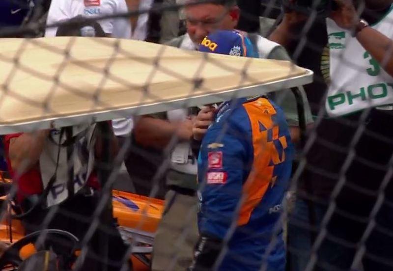 Alonso, ya en el pit lane