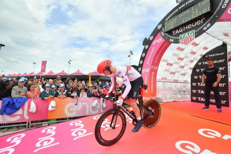 TOM BOHLI (UAE), mejor tiempo en el kilómetro 22 de esta contrarreloj del Giro de Italia