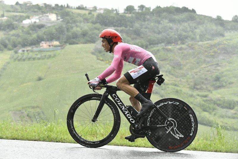 VALERIO CONTI (UAE) mantiene la maglia rosa como líder del Giro de Italia