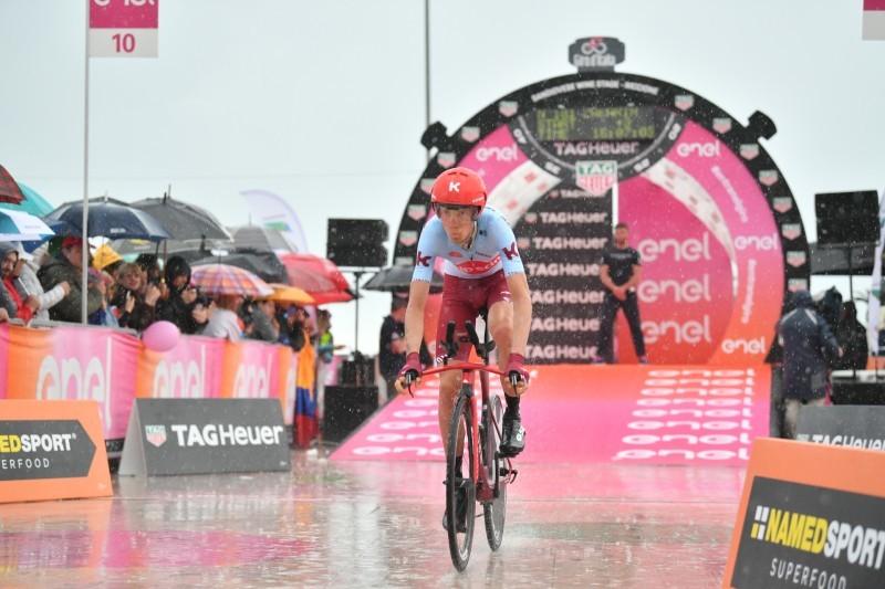 ILNUR ZAKARIN (Katusha) está haciendo una contrarreloj correcta hoy en el Giro