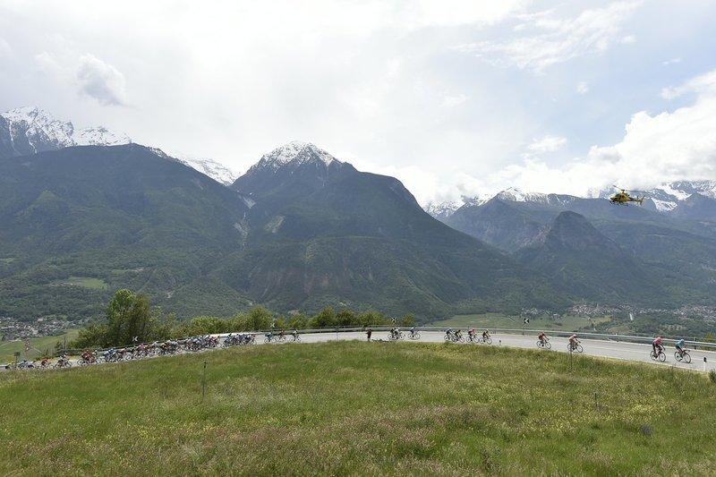 Paisaje fenomenal de los Alpes hoy en el Giro de Italia 2019
