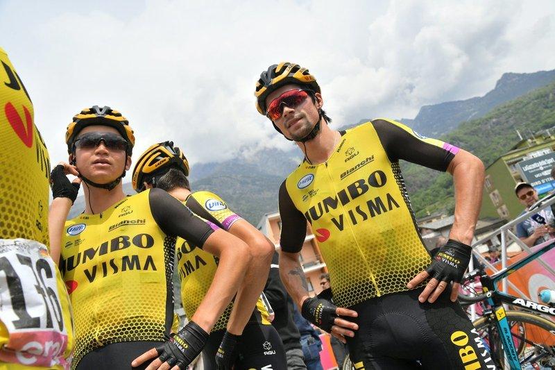 PRIMOZ ROGLIC (Lotto Jumbo) vuelve a rodar en el pelotón con sus compañeros de equipo