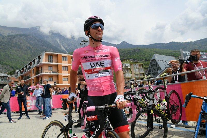 JAN POLANC (UAE) defendió ayer la maglia rosa de líder del Giro 2019 con éxito