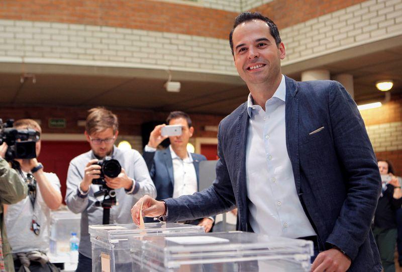 El candidato de Ciudadanos a la Comunidad de Madrid, Ignacio Aguado, ha animado a los madrileños a votar porque la región, ha incidido, 'se juega dos modelos distintos de comunidad'.