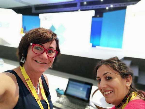 Las redactoras en el centro de datos. EFE/Sagrario Ortega