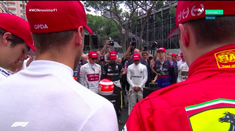 Minuto de silencio en memoria de Niki Lauda.