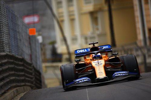 Monaco GP: Hamilton wins despite tyre drama