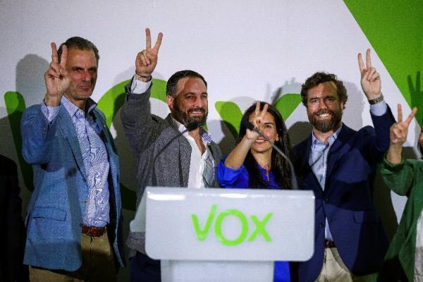 El presidente de Vox, Santiago Abascal, destaca que su partido se ha consolidado como una nueva alternativa a la izquierda y advierte de que van a hacer valer sus votos y no admitirán 'cordones sanitarios' en las comunidades y municipios donde serán determinantes para formar gobiernos. (Foto Emilio Naranjo)