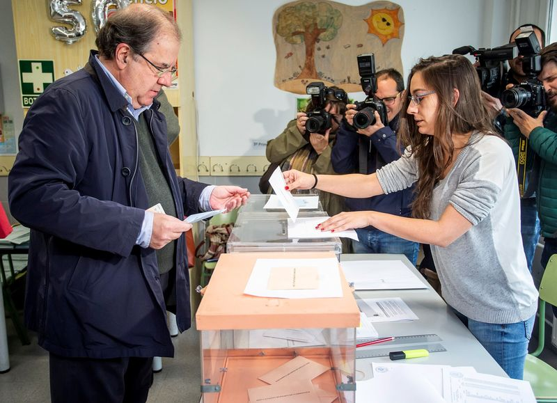 presidente de la Junta de Castilla y León, Juan Vicente Herrera, ha considerado que las elecciones cierran 'un ciclo que se abrió con las elecciones generales del 28 de abril y debe dar paso a un tiempo de estabilidad política para que la sociedad pueda desarrollar sus proyectos'. EFE/ Santi Otero