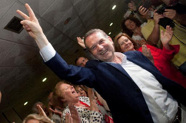 El alcalde de Vigo, el socialista Abel Caballero, revalida la mayoría absoluta con el mejor resultado en España en una gran ciudad, al conseguir el 67,5% de los votos. EFE/Salvador Sas
