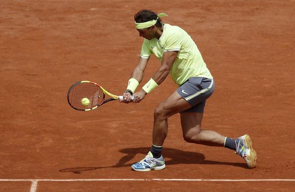 Rafa Nadal, ejecutando un revés ante Yannick Hanfmann FOTO: EFE