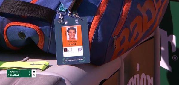 Así es la acreditación del once veces campeón de Roland Garros, Rafa Nadal. Bien situada en la bolsa para no olvidársela