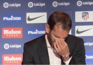 Diego no ha podido contener las lágrimas al ver el video.