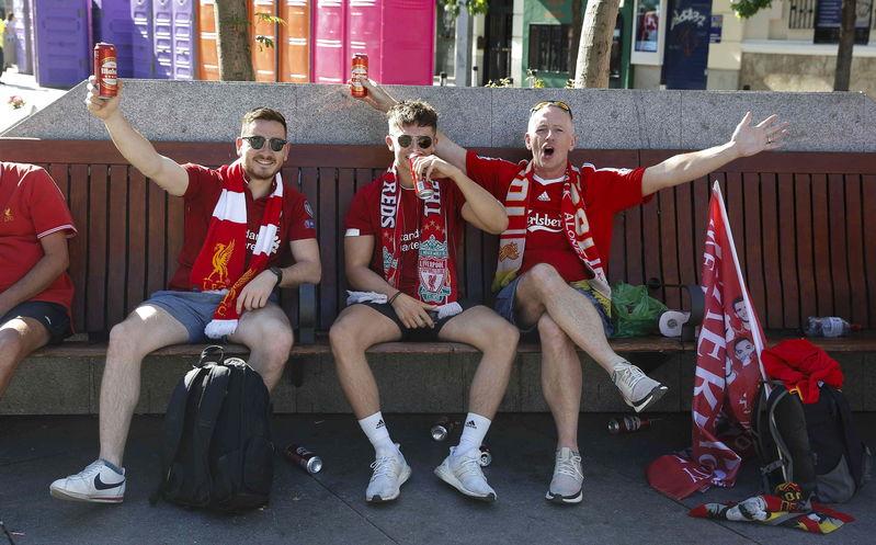 Puede ser un día muy largo en Madrid... Los aficionados reds ya han empezado la previa