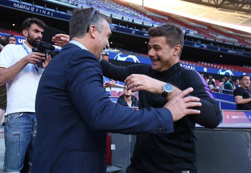Batistuta acudió al entrenamiento del Tottenham para saludar a su amigo Pochettino.
