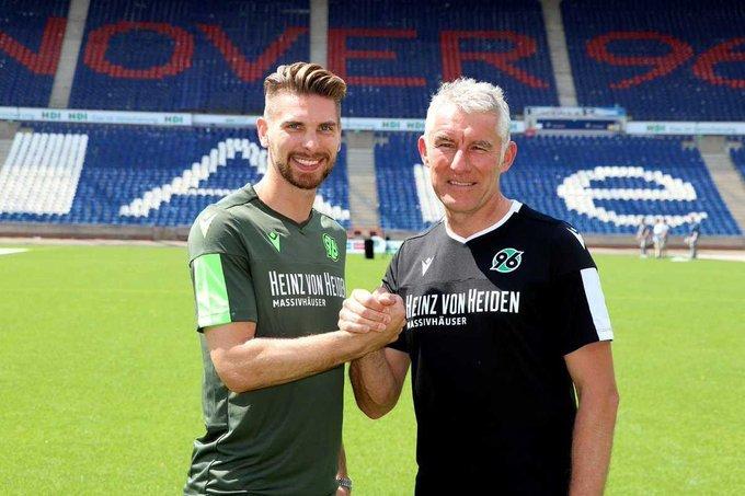 Zieler deja el Stuttgart y vuelve al Hannover