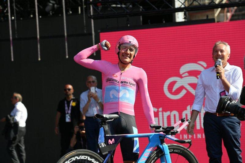 RICHARD CARAPAZ (Movistar) celebra su victoria muy emocionado en Verona