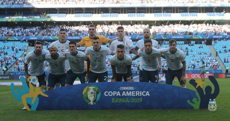 La alineación argentina, posando