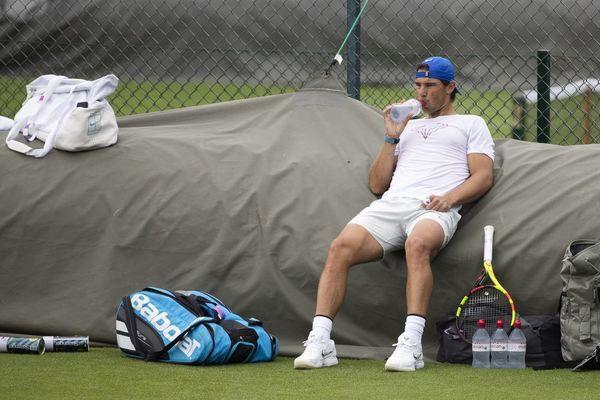 Rafa Nadal entrenó por la mañana en Wimbledon, antes de jugar por la tarde este duelo del Aspall Tennnis Classic, en el Hurlingham Club FOTO: EFE