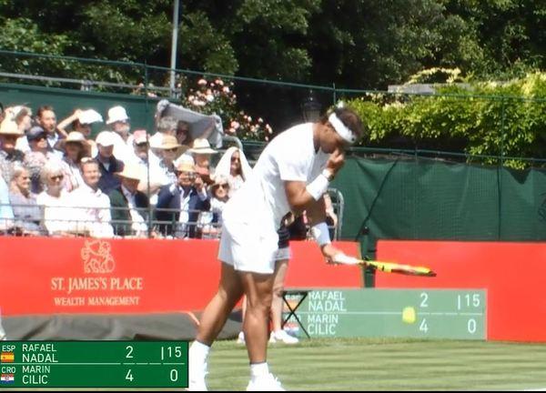 Rafa Nadal sirviendo en el Aspall Tennis Classic, en el Hurlingham Club