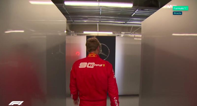 Vettel regresa al parque cerrado por el box de Mercedes.