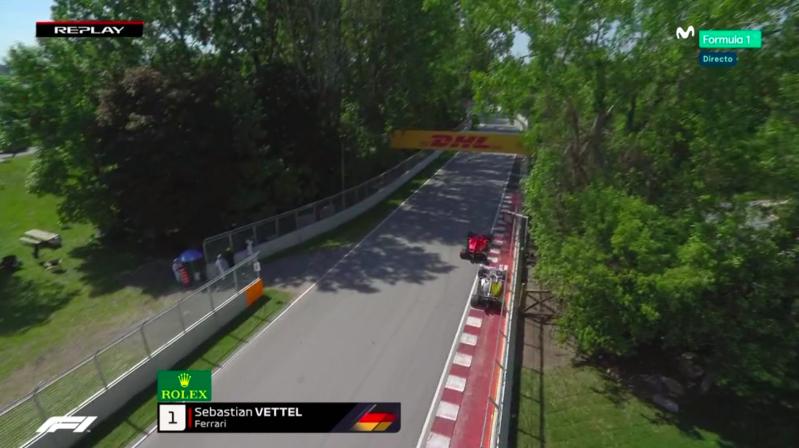 Vettel arrinconando a Hamilton.