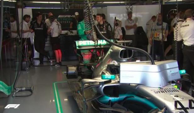 En el box de Mercedes ya tienen el monoplaza de Hamilton listo.
