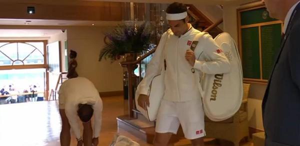 Rafa Nadal y Roger Federer, justo antes de entrar en la pista central de Wimbledon