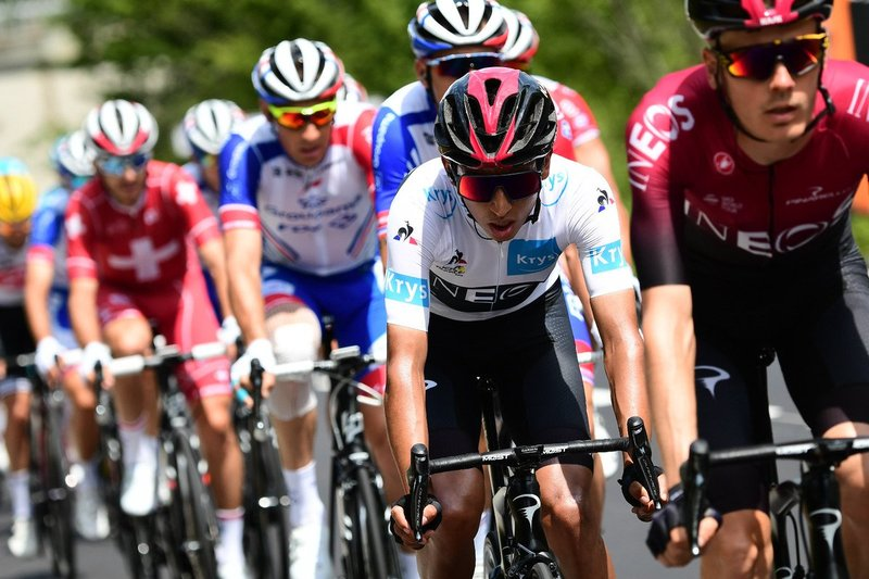 EGAN BERNAL (Ineos) lleva hoy el maillot blanco del Tour. Es el gran favorito en la clasificación de los jóvenes