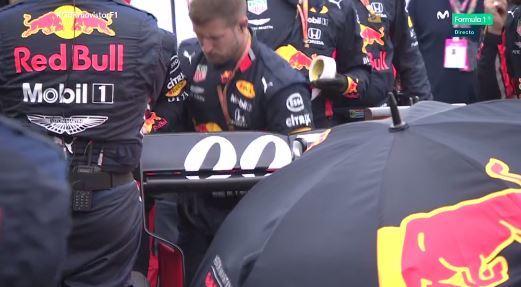 ¡Trabajan a contrarreloj los mecánicos de Verstappen!