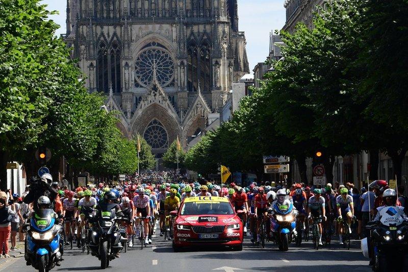 La imponente catedral de Reims ha vuelto a ser protagonista hoy en la salida del Tour de Francia