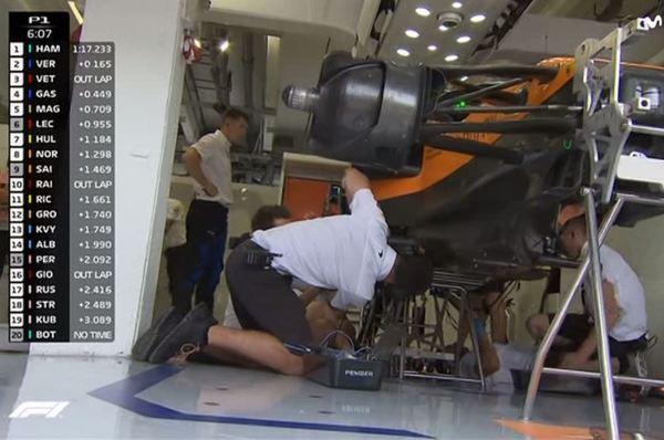 Trabajando a fondo el Mercedes de Bottas, que ha dejado pronto la FP1 por una avería de motor