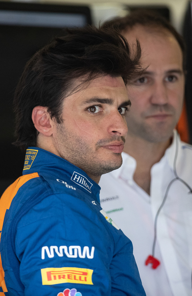 Carlos Sainz, en el box de McLaren FOTO: GETTY