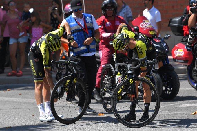 MEZGEC Y SMITH han sufrido un percance en el primer tramo de etapa. Sin consecuencias para los MItchelton Scott
