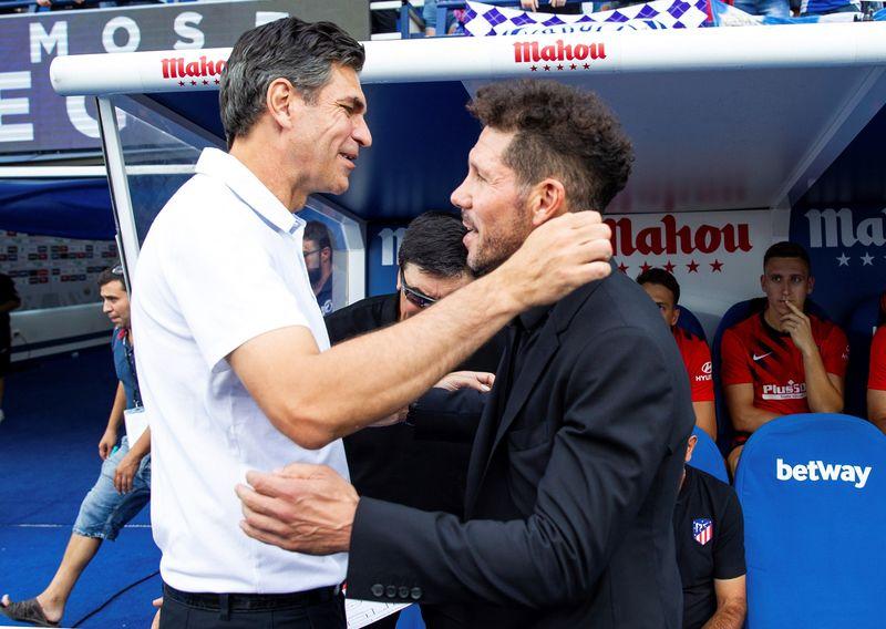 Buen rollo entre Pellegrino y Simeone antes del inicio del partido