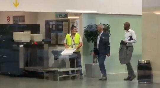 El directivo del Barça Javier Bordas y Eric Abidal, cazados en el aeropuerto