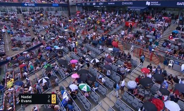 Día de perros en Montreal. Tercer parón del partido por lluvia.