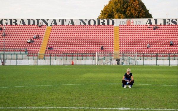 Mapi León se familiariza con el escenario FOTO: FCB