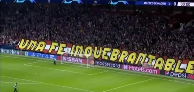 Una fe inquebrantable, la pancarta que ondea en el fondo sur. (FOTO: @Atletico_md)