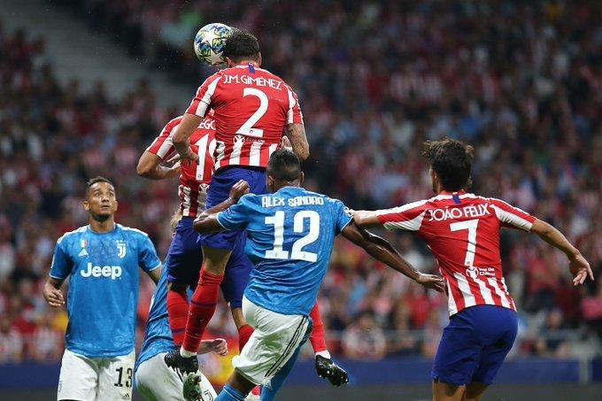 Cada balón aéreo es una batalla. (FOTO: Club Atlético de Madrid)