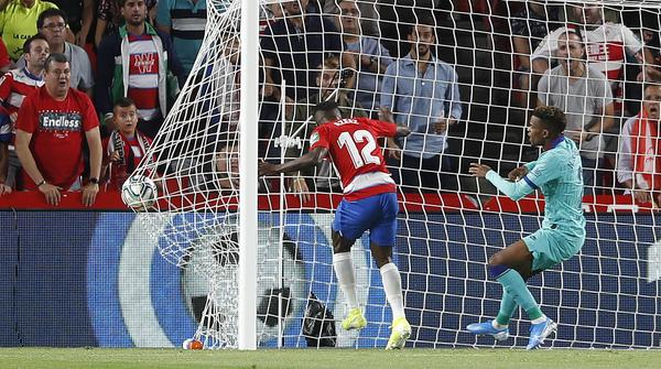 El gol del Granada, el de Azeez, el único que se ha marcado en la primera parte. Foto: AP