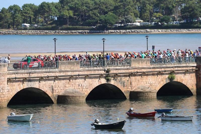 Salida de la Vuelta en San Vicente de la Barquera