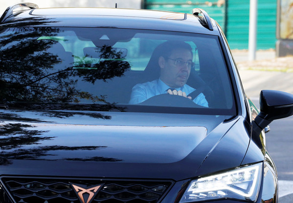 Le président Bartomeu entre dans la Ciutat Esportiva. (Photo: Pep Morata)