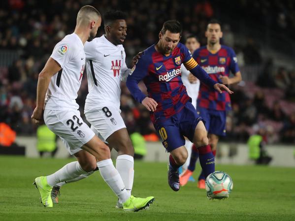 Messi, en una acción del Barça-Granada FOTO: PEP MORATA