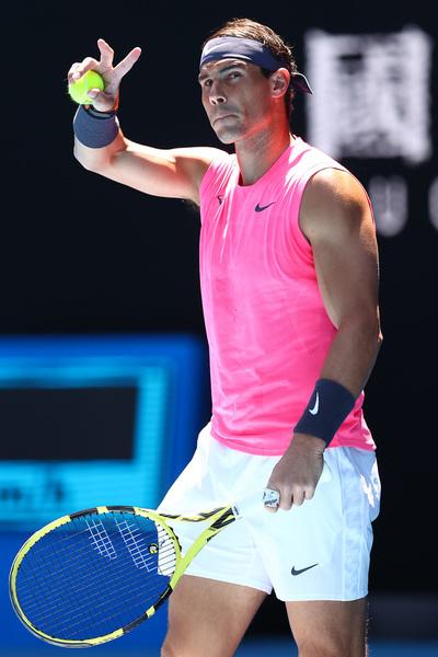 Rafa Nadal, con su camiseta color rosa chicle. Ya explicó que la elección de cada indumentaria se elige año y medio antes FOTO: GETTY
