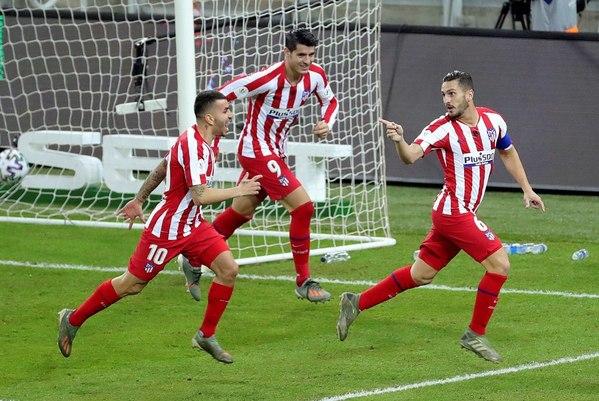 Alegría de los jugadores del Atlético tras el gol conseguido a los 18 segundos