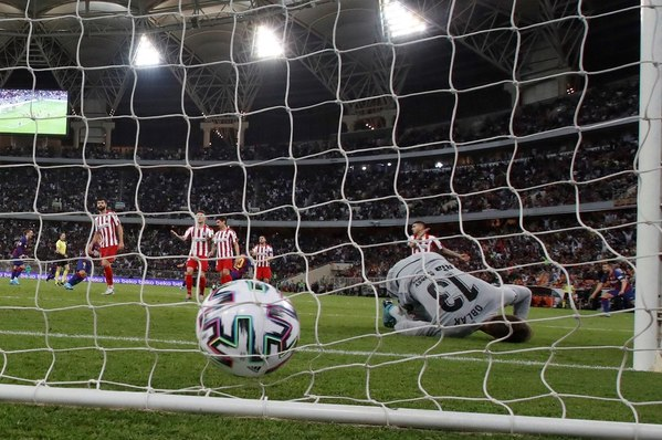 Neto no ha podido evitar el gol de penalti de Morata