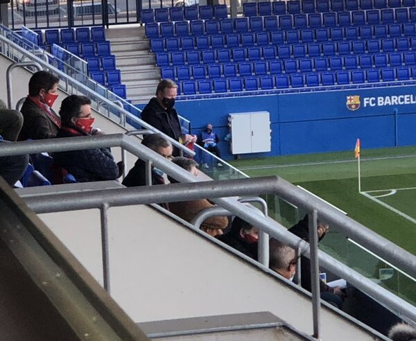 Koeman, llega al palco del Johan Cruyff para ver el partido del filial FOTO: Gerard Romero